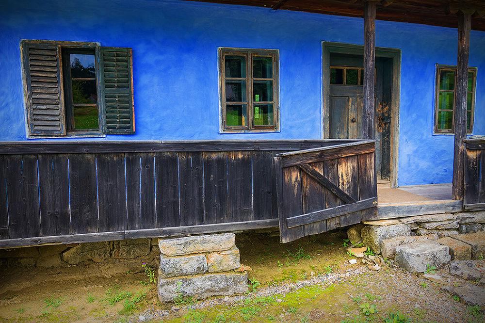 blue house by Tamás Szabó
