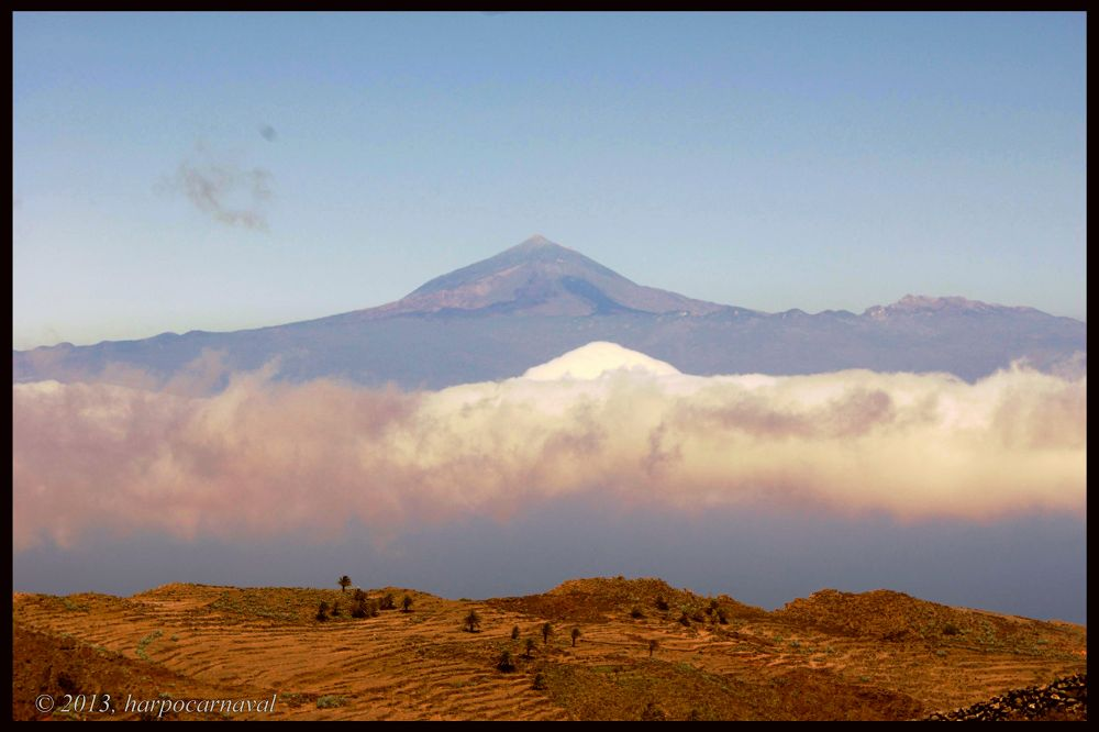 The Teide and a unique copy on a sea of clouds by Harpocarnaval Photography