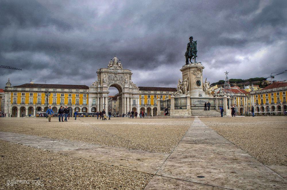 Plaza de Comercio by GuillerminaSogo