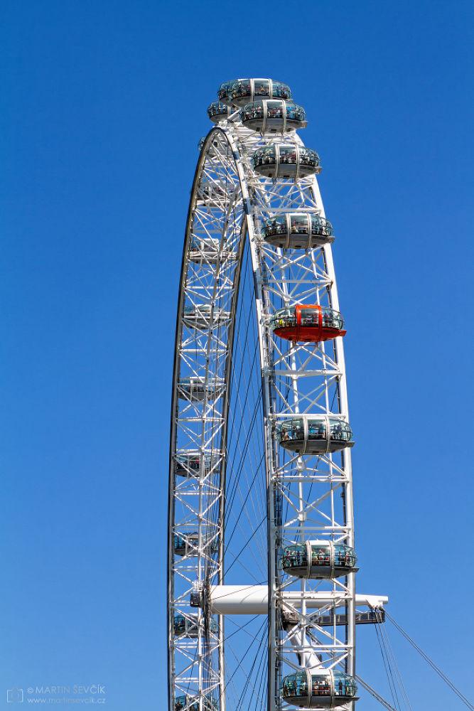 London Eye - Londons Ferris Wheel by Martin