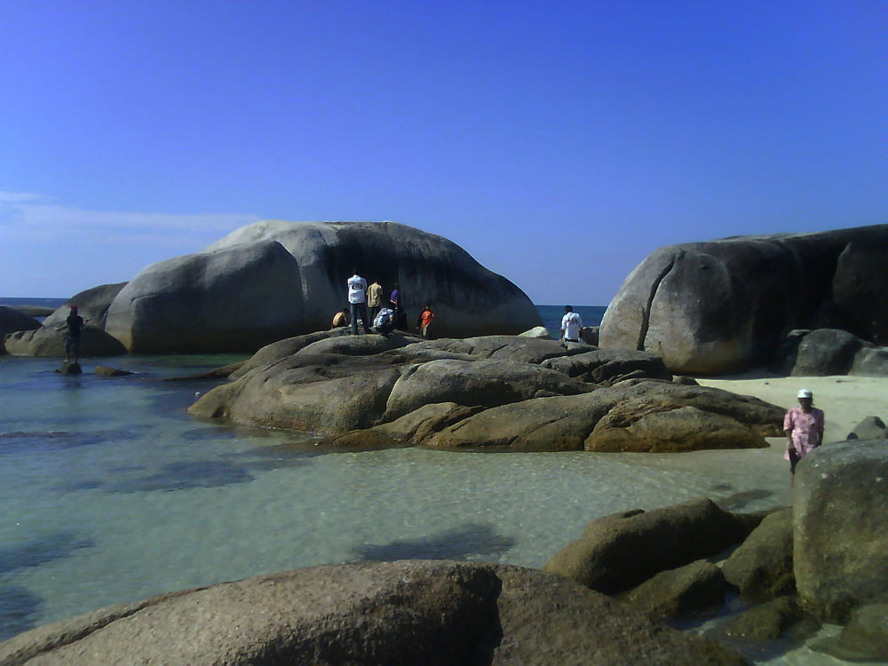 Pantai Berbatu by Iwan Setiawan