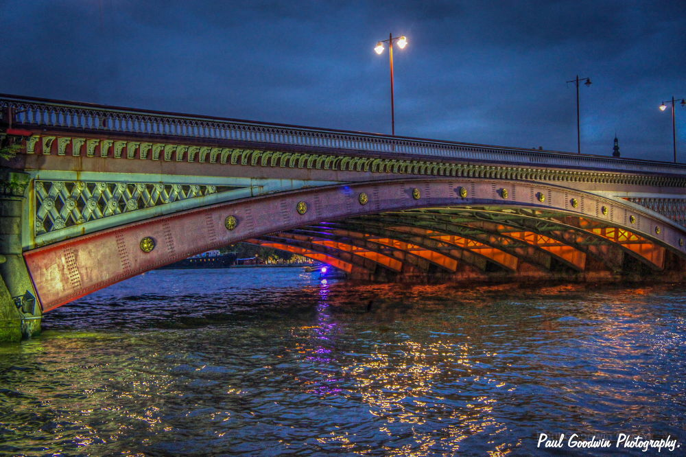Bridge over the Thames. by paulgoodwin5524