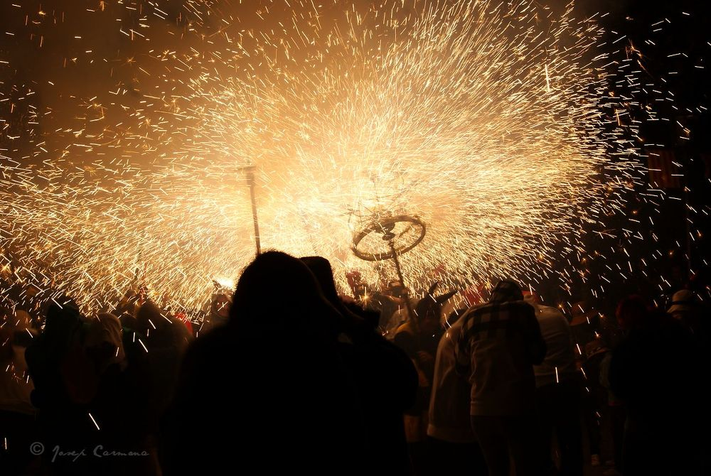 Correfoc. Bajo el fuego - Under the fire by JosepStartecnia