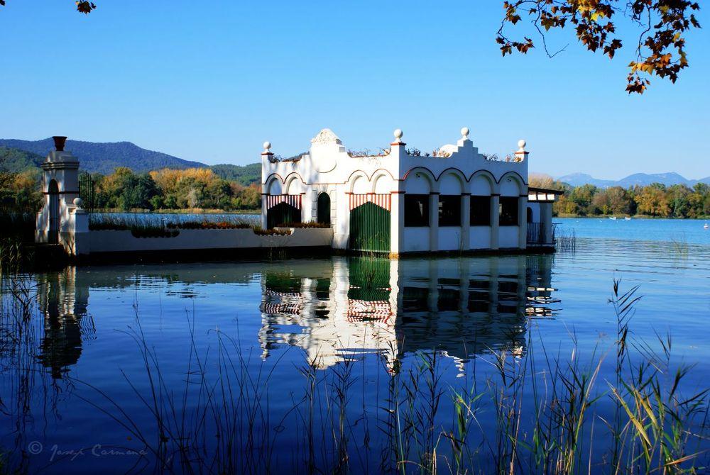 Photo in Architecture #banyoles #catalonia #lake #architecture #aquatic home