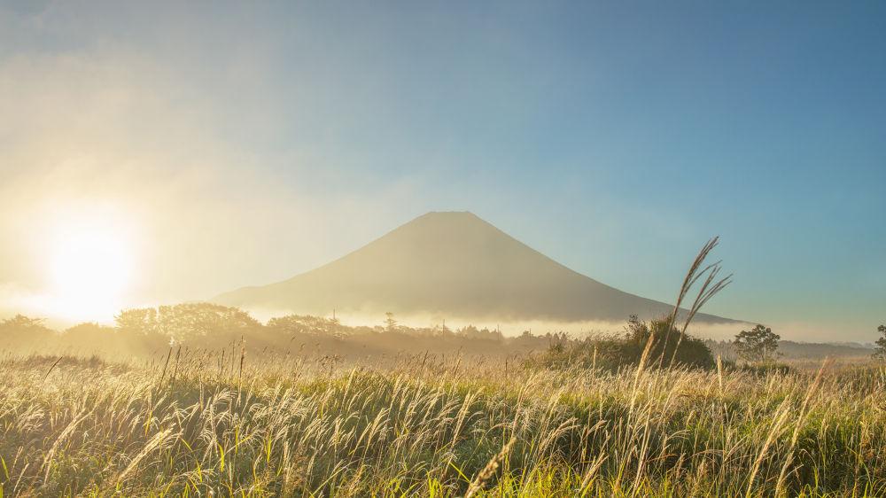Morning Light of Fuji Autumn by GinjiFukasawa