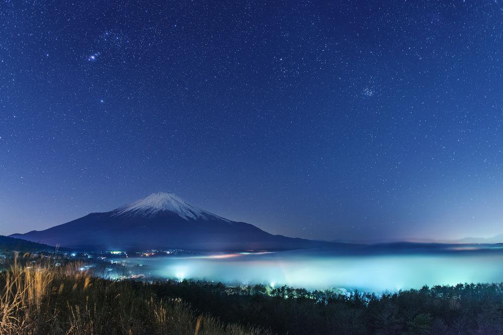 Night sky which shines -Fuji- by GinjiFukasawa