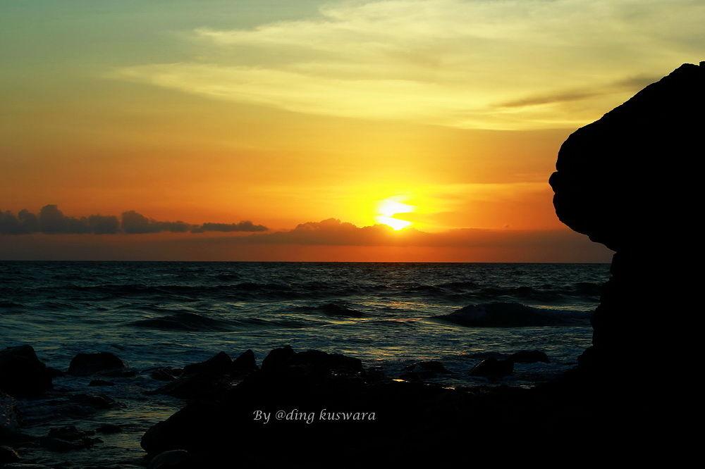sun-set at senggigi beach lombok.indonesia by ading kuswara