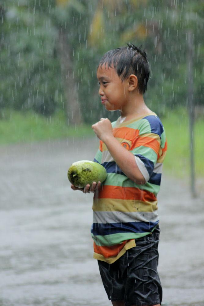 play the rain............ by ading kuswara
