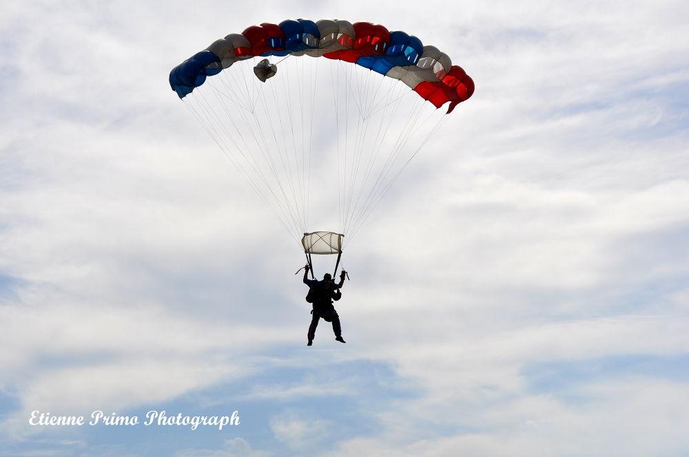 Skydiving by Etienne