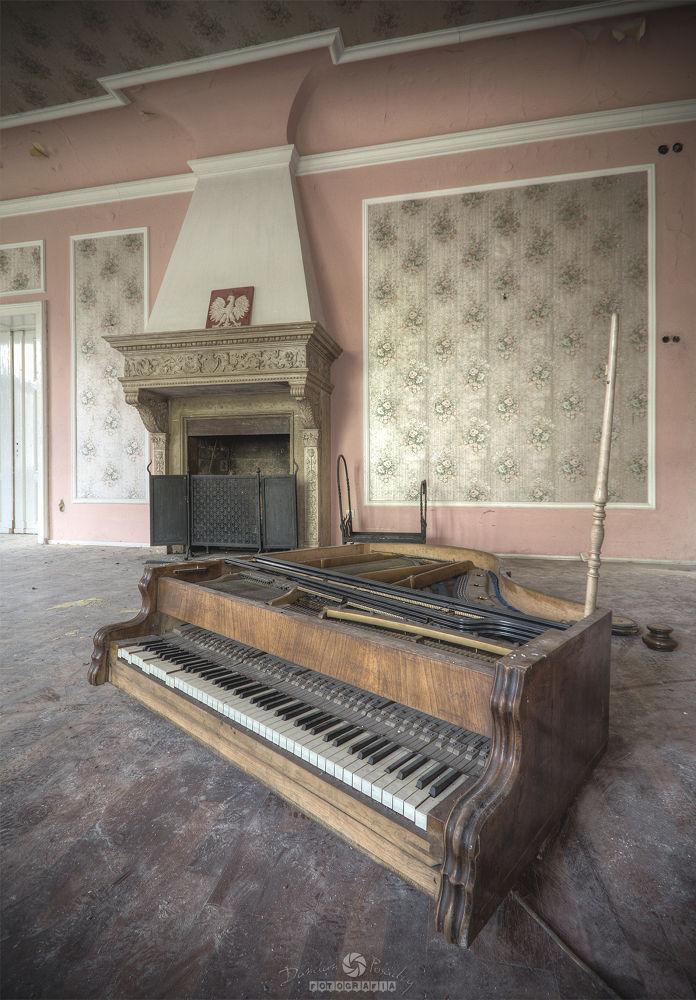 Abandoned Palace by maestroDD