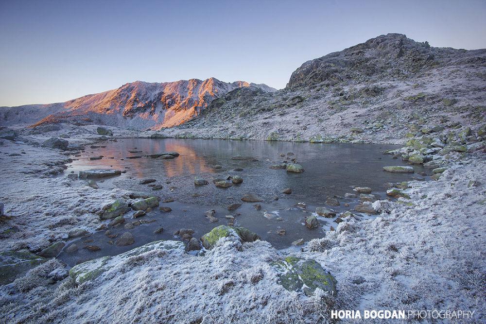 Morning mountain lake by Horia Bogdan