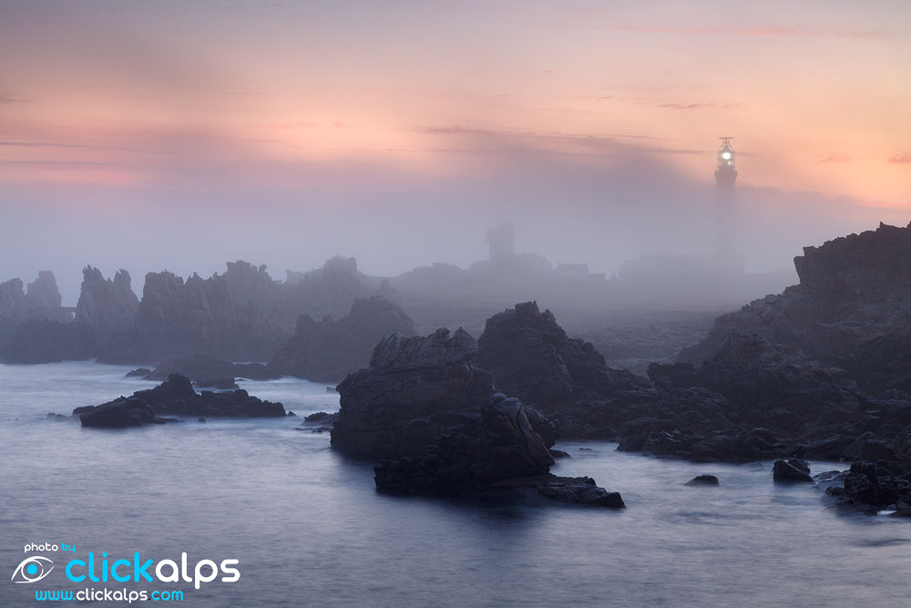The Creac'h Lighthouse during sunrise, Ouessant Island, France (foto-di-Giordano-Bertocchi) by clickalps