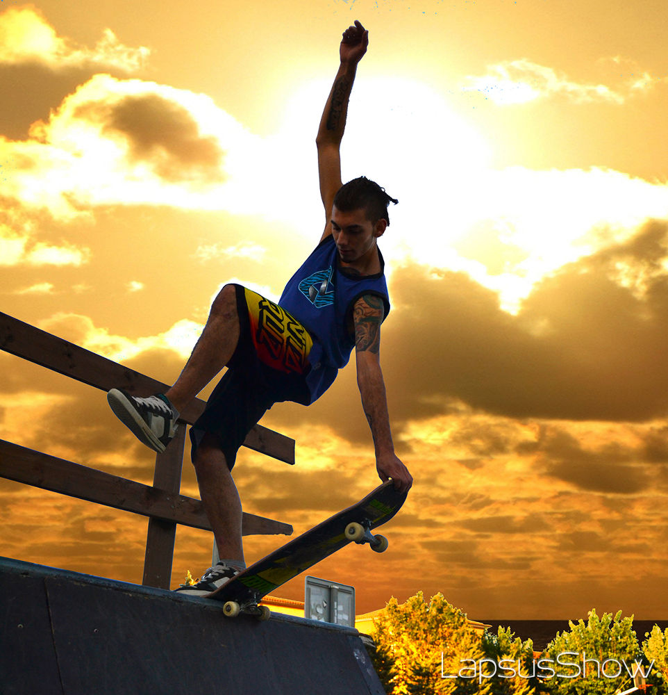 Skater boy  by LapsusShow