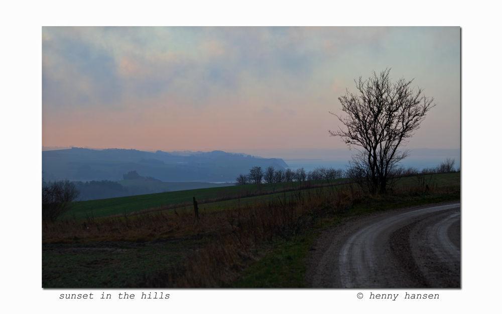 sunset in the hills by hennyhansen90