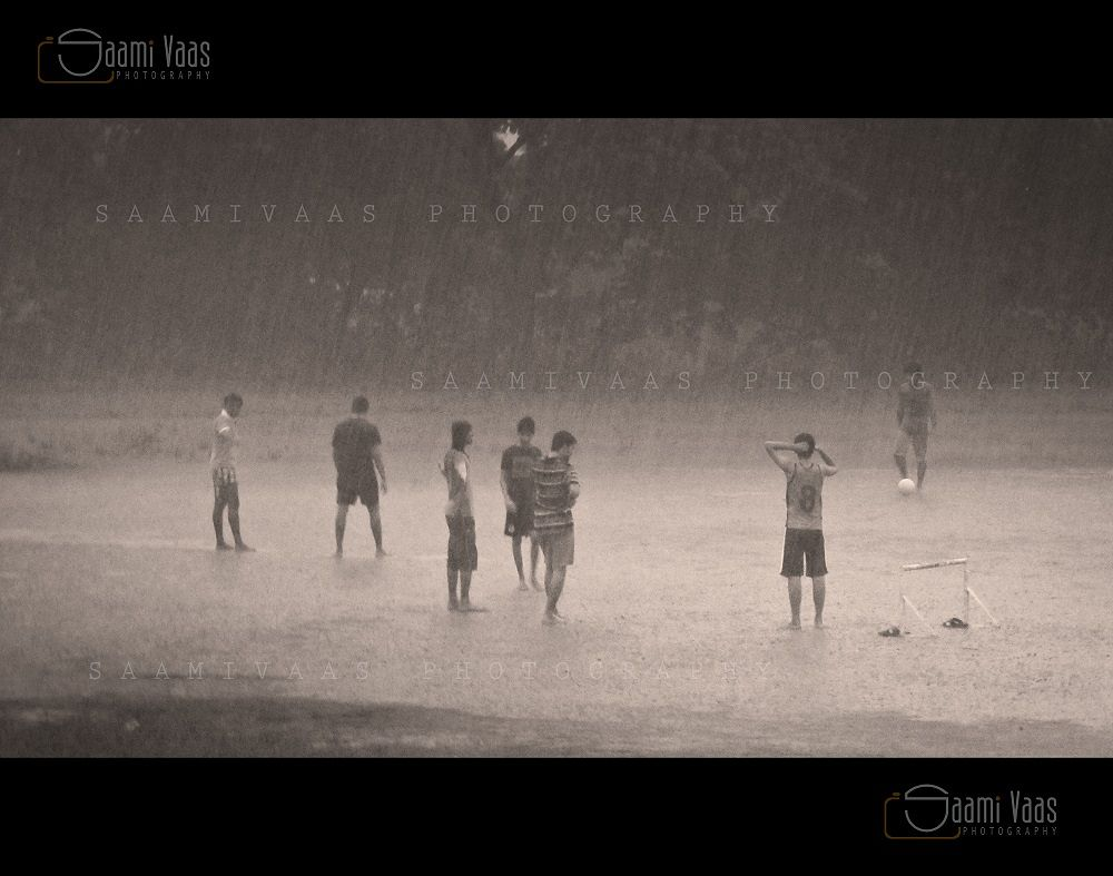 FALLING DROPS CUSAT GROUND by Saamivaas