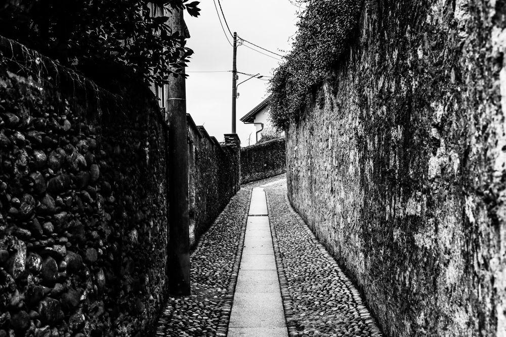 Narrow Street by claudioturrin77