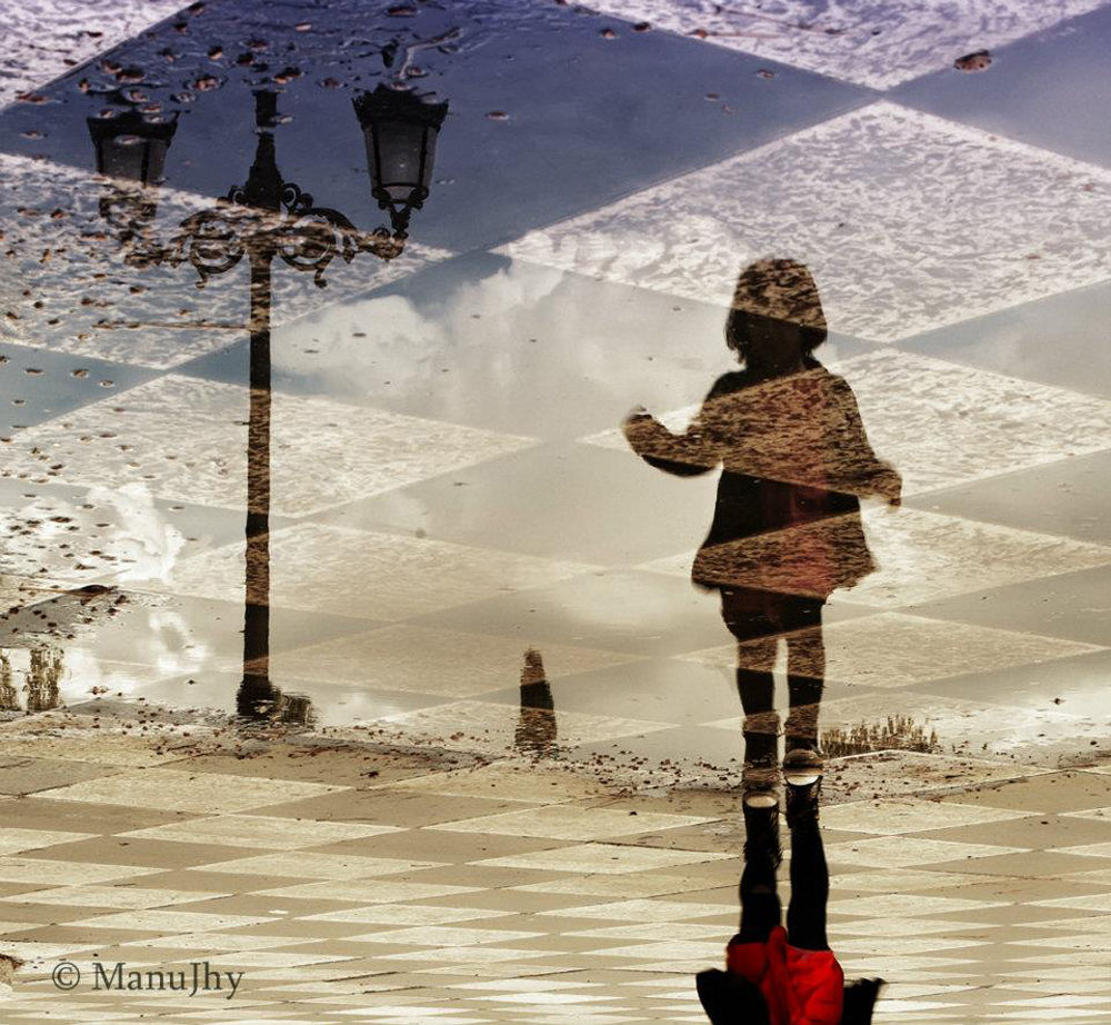 The reflection of the girl and the lamp by manujhy