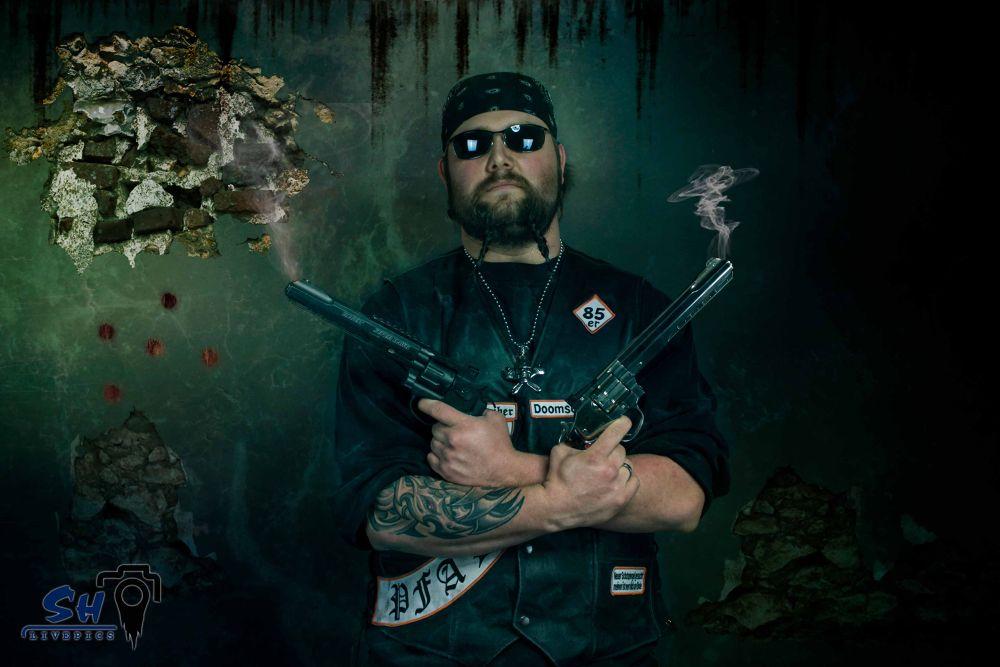 Zombie-Slayer ...  by SH Livepics