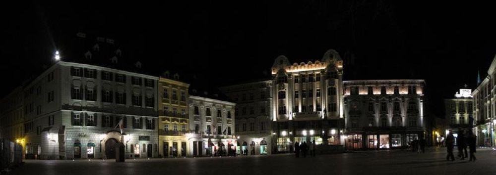 Bratislava - Main Square by Ales Tvrdy