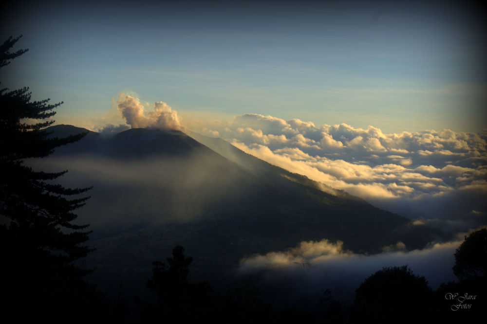 volcan turrialba5 by wjarafotos