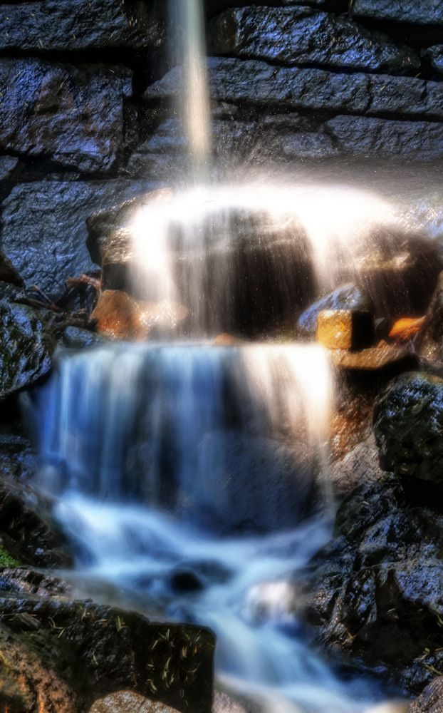 The small waterfall by Alexander Arntsen