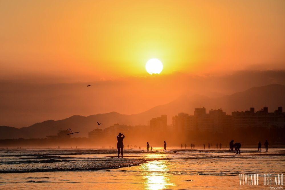 Por um Por do Sol by Viviane Oggiano