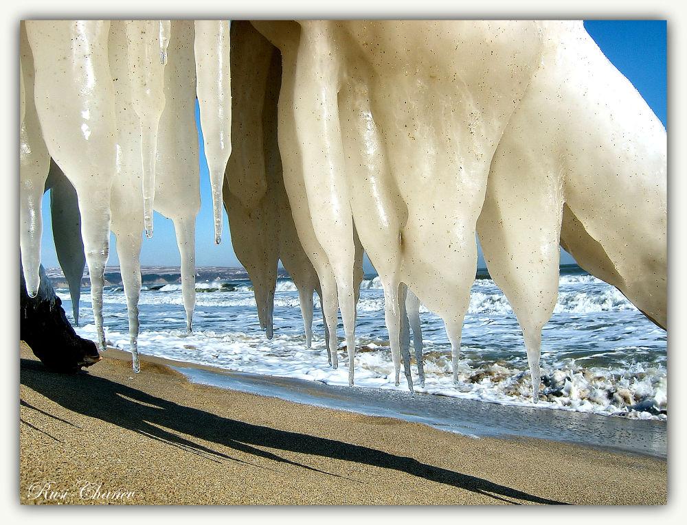 Beach at -15 degrees by Rusi Chanev