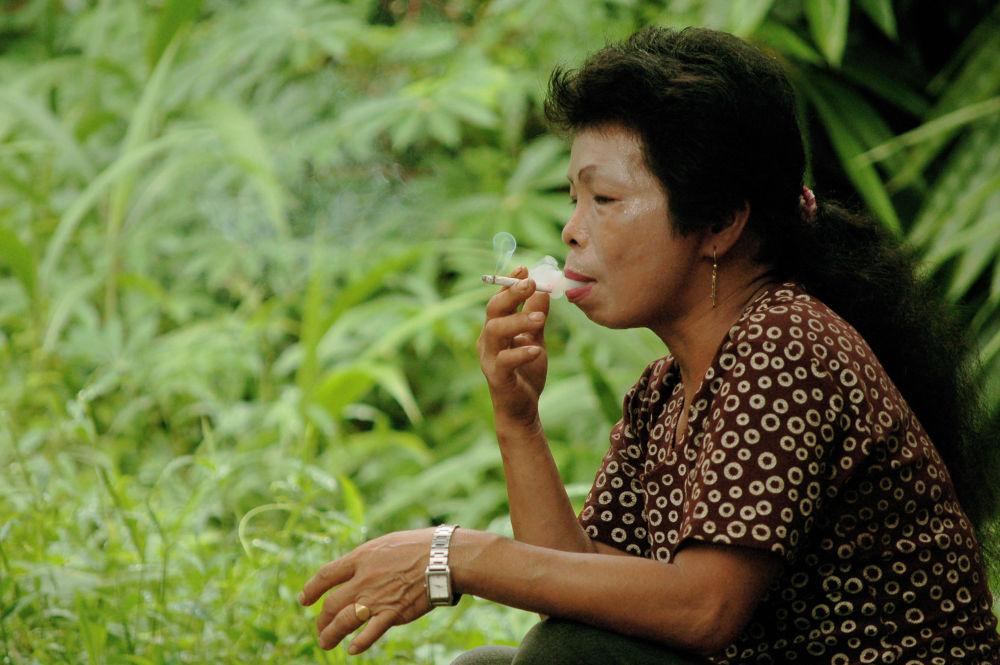 dont smoking, madam... by Nadi
