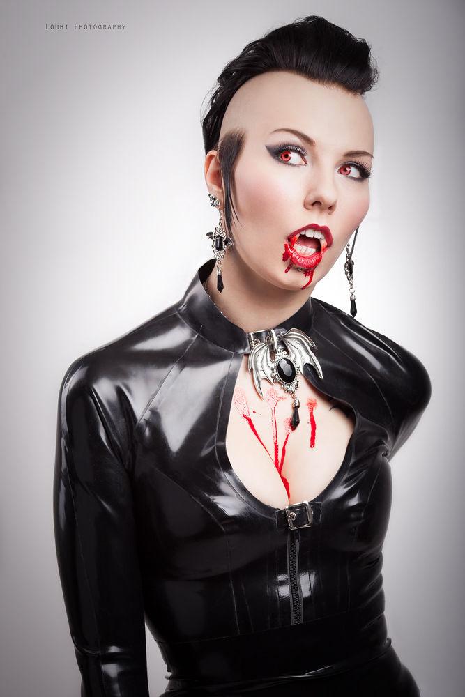 Vampira by Louhi Photography