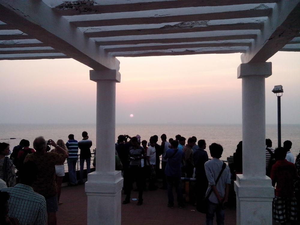sunset at dona paula by Mahesh Vaingankar