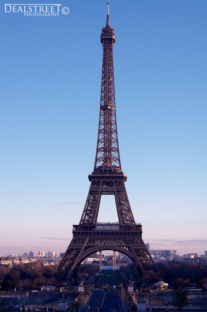 Tour  Eiffel - Paris  by Dealstreet Photographie
