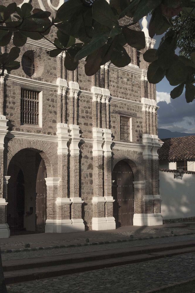 iglesia colonial by FERNANDO FERRO
