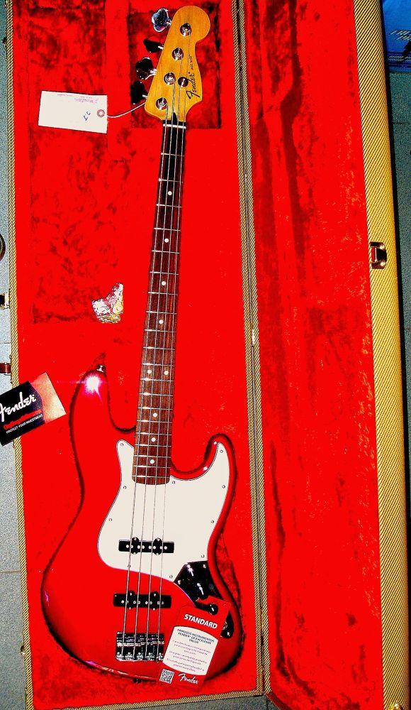 bajo en rojo by javiercolominalopez