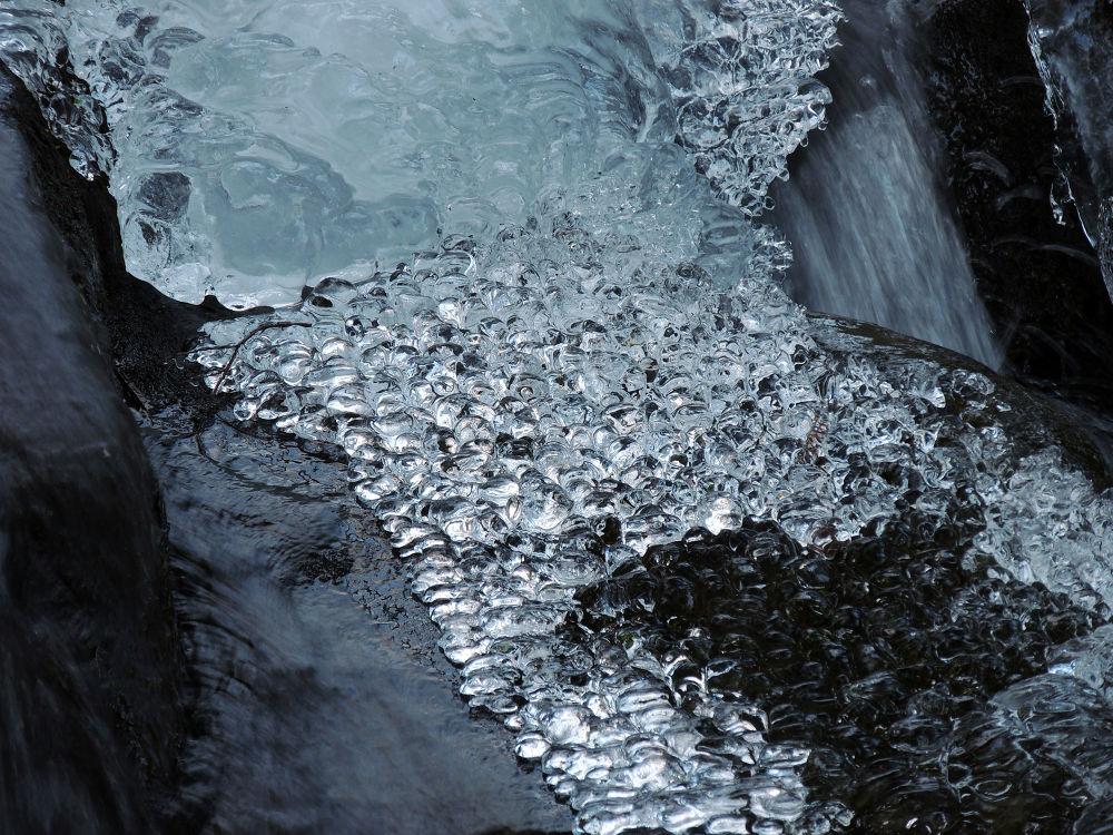 Frozen bubbles by TamaraLynn