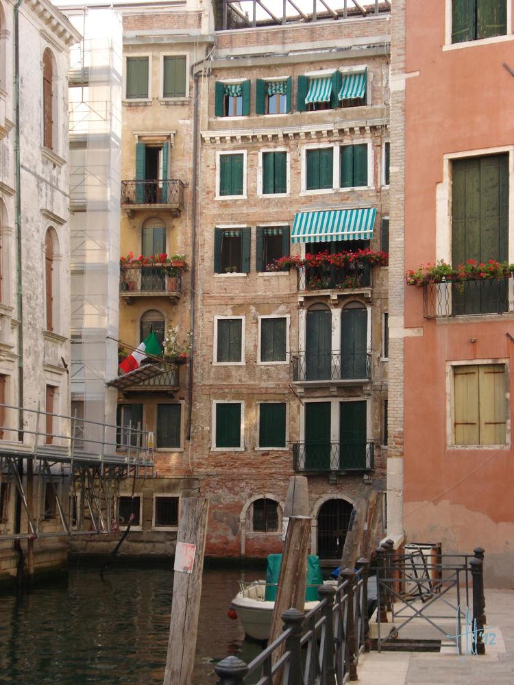 Photo in Random #canal #venice #italy #balcony #italia #balcon #venecia #europa