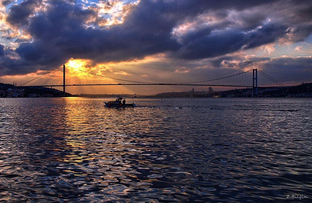 Istanbul at sunset by zekibilgin