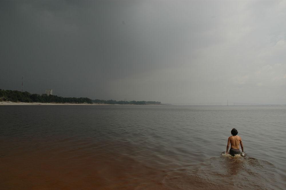 Rio amazonas - Manaus by Edward Gutierrez