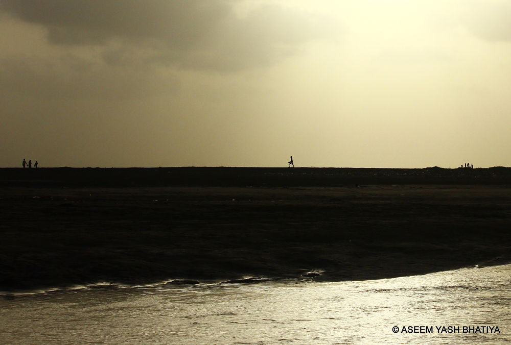 alone by aseemyb
