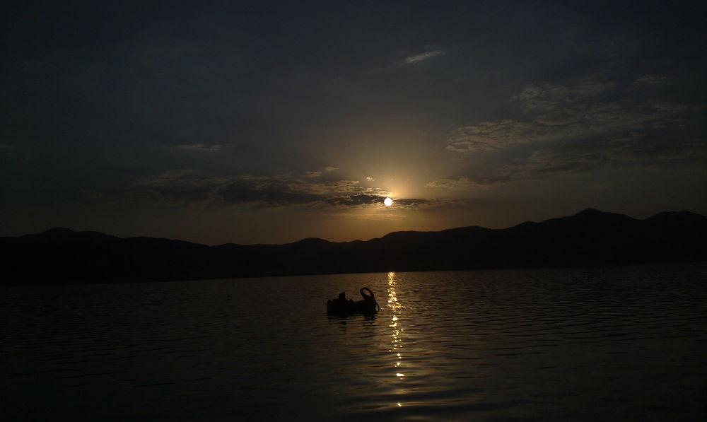Zariwar Lake by Naaariiin