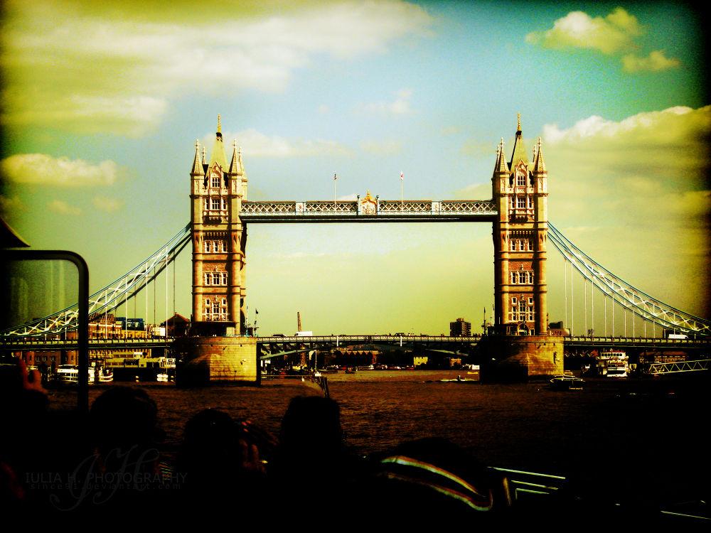 London Bridge by Iulia H.