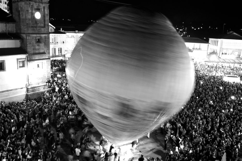 Globo de betanzos- globo de papel mas grande del mundo by CortizasPhotographs