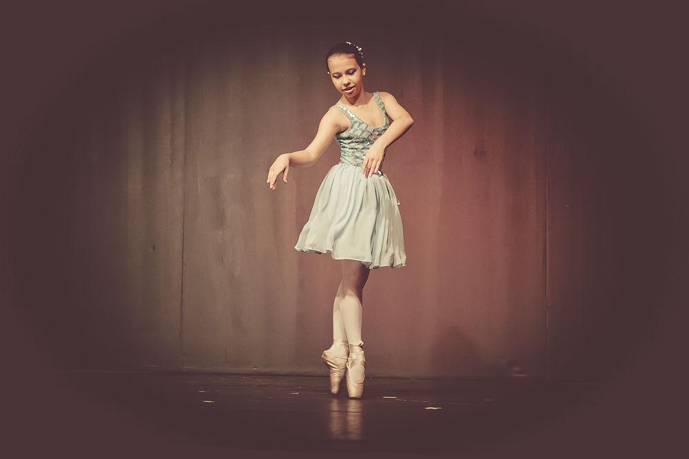 Bailarinha by Marlon Z Soares