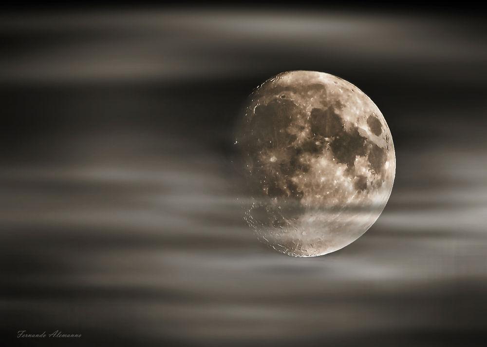 moon  by fernanduk