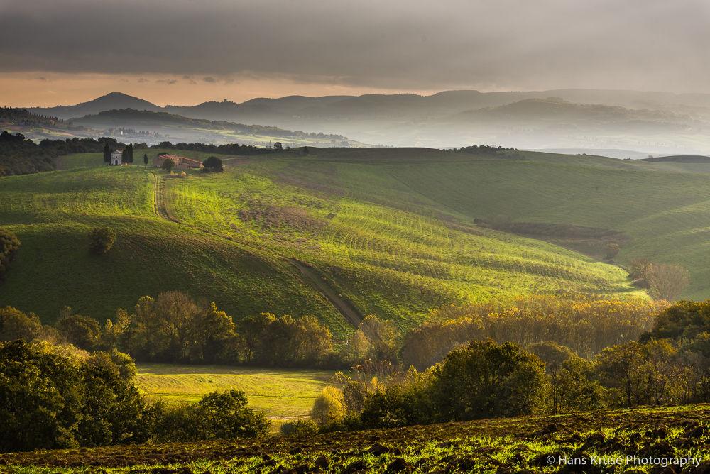 Morning light at Capella di Vitaleta in Val d'Orcia by Hans Kruse