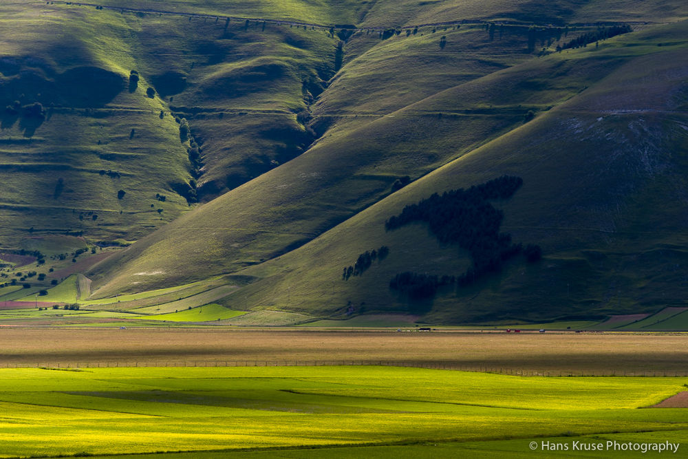 Rolling hills on Piano Grande by Hans Kruse