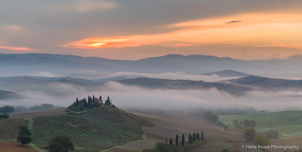 Foggy morning in Val d'Orcia by Hans Kruse