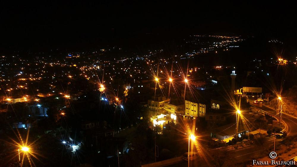 منظر ليلي لمدينة تعز   بعدسة جوالي Sony Ericsson  دقة عدسة الجوال 8.1megapixel by FaisalBalfaqih