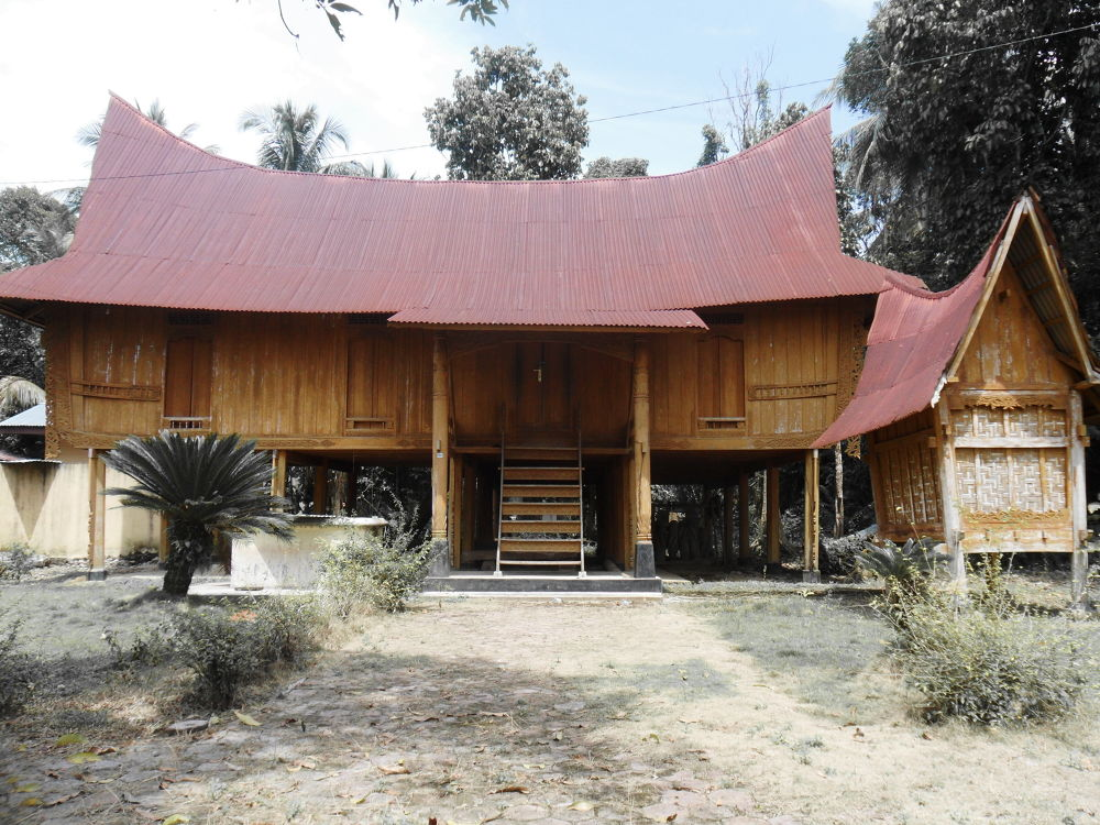 "Rumah Lontiok ""Lontiok home"" model of traditional public houses in Kampar by hermantomahyuddin"