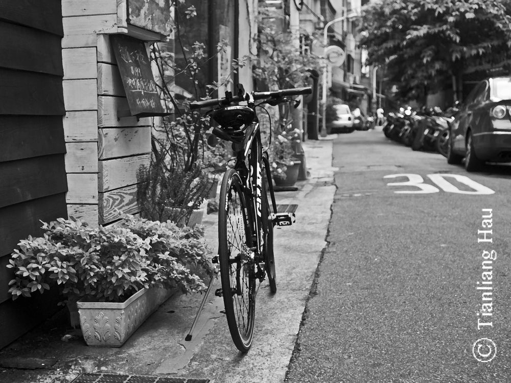 My Bike @ Zorbas (Ζορμπάς) Greek Restaurant, Taipei by Tianliang Hau