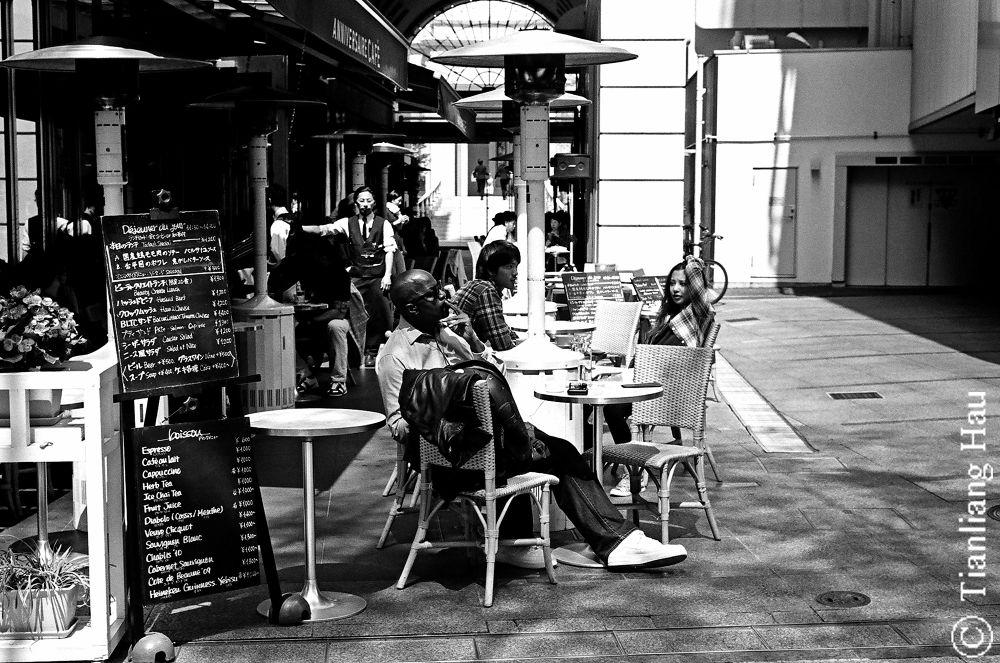 Sidewalk Café @ Omotesando Avenue Hills, Tokyo  by Tianliang Hau